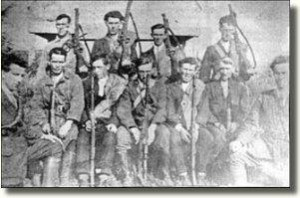 An IRA flying column, in this case at Kilflynn Kerry in 1922. The Leixlip men who have been similarly dressed and equipped. (Courtesy of the Irish Volunteer website)